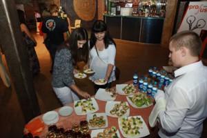 фуршет 300x200 26 июля 2012г состоялась впервые в Воронеже Flirt Party «Магия любви».