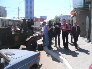 Это особая фотография. 8 мая мы накормили Джефа армейской кашей. он так е еи называл - ами каша. Он был поражен гостеприимством и дружелюбием Воронежа и его жителей